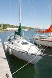 Zeilboot bij het dok Royalty-vrije Stock Afbeeldingen
