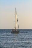 Zeilboot bij zonsondergang Royalty-vrije Stock Fotografie