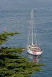 Zeilboot in de baai Stock Afbeelding