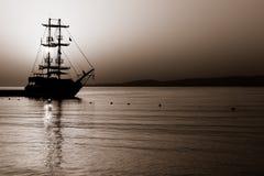 Zeilboot in de Baai Royalty-vrije Stock Foto's