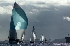 Zeilboot die op Puget Sound, Seattle, Washington State rennen Stock Afbeeldingen