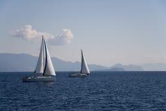 Zeilboot en overzees. Stock Foto