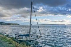 Zeilboot 2 Helplessly Aan de grond royalty-vrije stock foto's