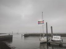 Zeilboot met Vlag Royalty-vrije Stock Foto