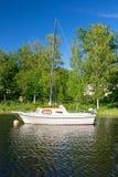 Zeilboot op het meer Royalty-vrije Stock Foto