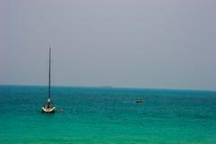 Zeilboot op het overzees Stock Foto