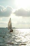 Zeilboot op meer royalty-vrije stock foto's