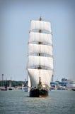 Zeilboot op volledige zeilen Royalty-vrije Stock Foto