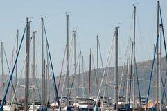 Zeilbootmasten in San Francisco Port stock afbeelding