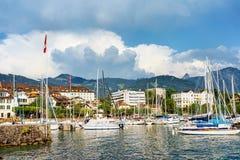 Zeilboten bij kade op het Meer Vevey Zwitserse Riviera van Genève Royalty-vrije Stock Afbeelding