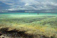 Zeilboten in Indische Oceaan stock afbeelding