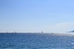 Zeilboten van de kust van Cannes Royalty-vrije Stock Fotografie