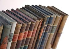 Zeile der alten Bücher Stockfotos