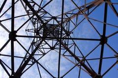 Zeile der Elektrizitätsübertragungen lizenzfreie stockbilder