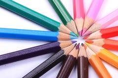 Zeile der farbigen Bleistifte Lizenzfreie Stockfotos