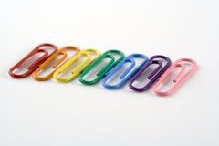 Zeile der farbigen Papierklammern lizenzfreies stockfoto