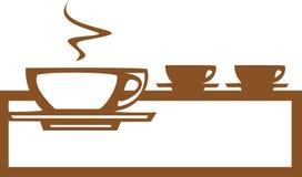 Zeile der Kaffeetassen Stockfotografie