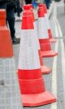 Zeile der roten Verkehrskegel Stockfotografie