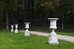 Zeile der Vasen am Landsitz-Haus Stockfoto