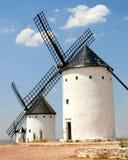Zeile der Windmühlen lizenzfreie stockbilder