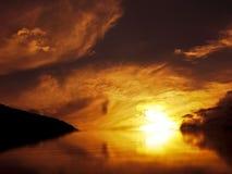 Zeile zwischen dem Himmel und der Erde Lizenzfreie Stockbilder