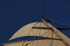 Zeilen bij zonsondergang Royalty-vrije Stock Foto's