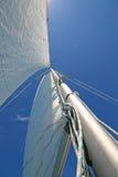 Zeilen in de blauwe hemel royalty-vrije stock foto's