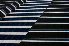 Zeilen und Kurven des modernen Gebäudes Stockfotografie