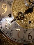 Zeit auf einer großväterlichen Borduhr Stockbild