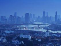 Zeit der Bangkok-Flussansicht in der Dämmerung, Thailand an der Dämmerung An der Dämmerung Panoramaansicht von Bangkok-Stadt scap Stockbilder