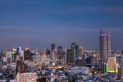 Zeit der Bangkok-Flussansicht in der Dämmerung, Thailand Stockfoto
