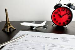 Zeit, diese leere Visumsantragform zu füllen Lizenzfreie Stockfotografie