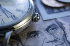 Zeit - ein Geld Blauer Ton Abschluss-oben - Archivbild Stockbilder