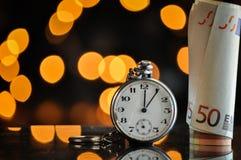 Zeit - ein Geld Die goldene Taste oder Erreichen für den Himmel zum Eigenheimbesitze Stockfoto