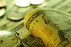 Zeit - ein Geld Gebrauch als Tapete, Musterfülle oder neutraler Hintergrund Abschluss-oben - Archivbild Lizenzfreie Stockfotografie