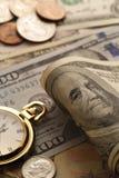 Zeit - ein Geld Goldtone Abschluss-oben - Archivbild Lizenzfreie Stockbilder
