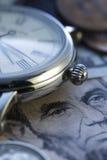 Zeit - ein Geld Uhr in US-Dollars - Archivbild Stockfoto