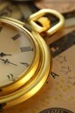Zeit - ein Geld Uhr in US-Dollars - Archivbild Stockfotos