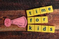 Zeit f?r Kinder lizenzfreies stockfoto