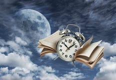 Zeit fliegt Geschichtenkonzept Stockbild