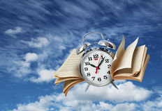 Zeit fliegt Geschichtenkonzept Stockfotos