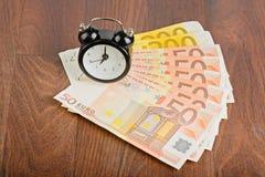 Zeit - Geld Die goldene Taste oder Erreichen für den Himmel zum Eigenheimbesitze Lizenzfreie Stockbilder