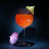Zeit hüllt aka Fühlerberührung des Cocktails ein Stockbild