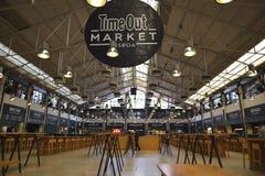 Zeit heraus vermarkten in Lissabon Touristisch, gedrängt lizenzfreies stockfoto