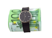 Zeit ist Geld. Uhr und 100 Eurorechnungen auf Weiß Stockfotos