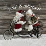 Zeit ist geld- Weihnachtsmann-Team in der Eile für kaufendes Weihnachten Stockfotos