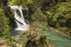 Zeit noch gestanden am Wasserfall Stockbild
