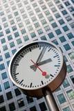 Zeit und die Stadt. Unternehmensgebäude Stockbild