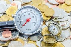 Zeit verbracht auf dem Verdienen des Geldes Stockbilder