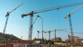 Zeit-Versehen der Baustelle arbeitet mit Kran stock video footage